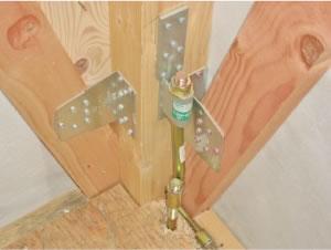床・壁・柱には、高度な金物を使用